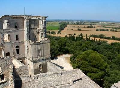 Abbaye Montmajour Fontvieille France itinéraire touristique