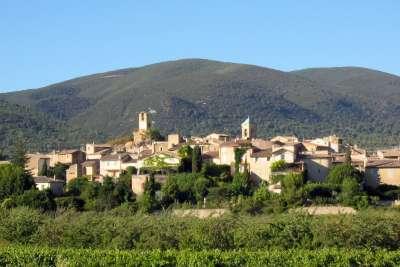 Village de Lourmarin en provence itineraire touristique